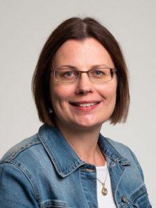 Jaana Ruoho on kauppatieteiden maisteri ja toimii matkailupalveluiden lehtorina.